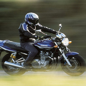 二輪車と自動車の交通事故で損害賠償認容額が2千万円超の判例