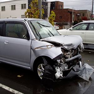 【無職】車3台玉突き事故、真ん中の車の被害者の損害算定