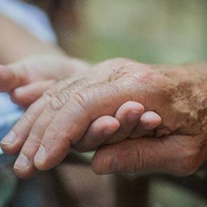 会社役員の高齢者、将来介護費も認容。賠償額4900万円以上
