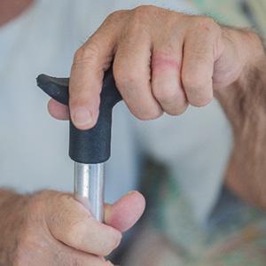 高齢男性、事故により既往症が悪化。賠償1000万以上認容