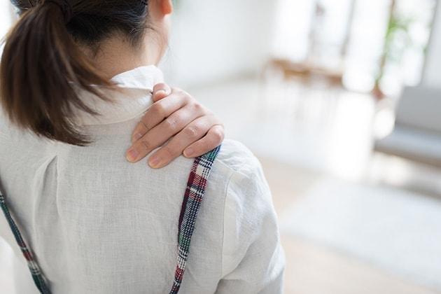 頸椎捻挫、左肩打撲の増額事例