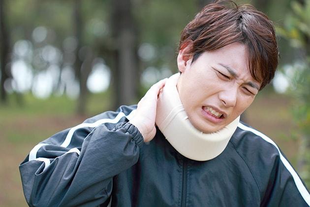頸椎捻挫、肋骨骨折の増額事例