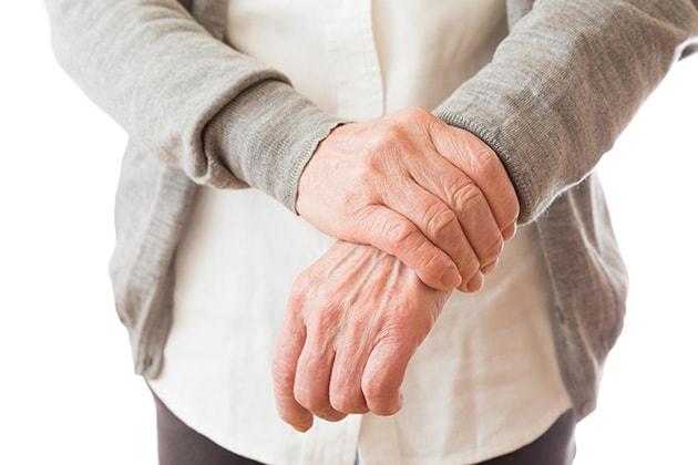 左手首複雑骨折、むちうちの増額事例
